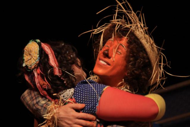 Emílio, erik vesch, rafaela ferreira, peça, teatro